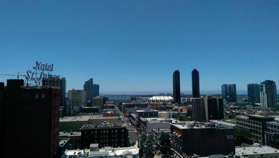 Gaslamp Plaza Suites: Rooftop Terrace view