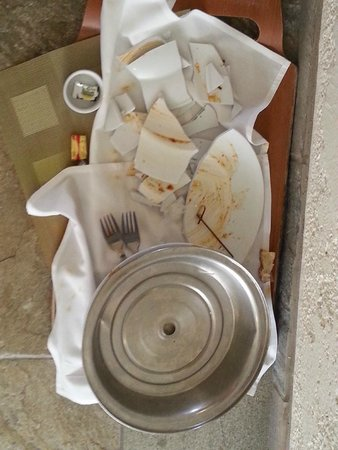 Newport Beach Marriott Hotel & Spa: Next day shot of tray of plates broken night of our stay