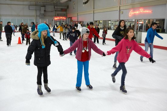 The Gardens Ice House: Public Skating