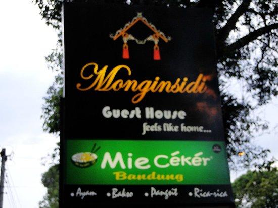 Monginsidi Guest House: Enseigne
