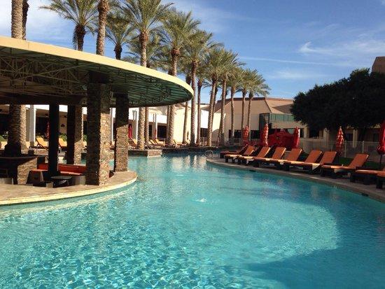 Harrah's Ak-Chin Casino Resort: Swim up bar. Early AM