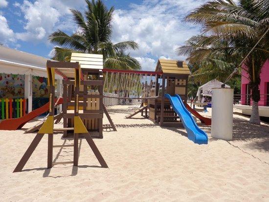 Playa Mia Grand Beach Park : brinquedos infantis
