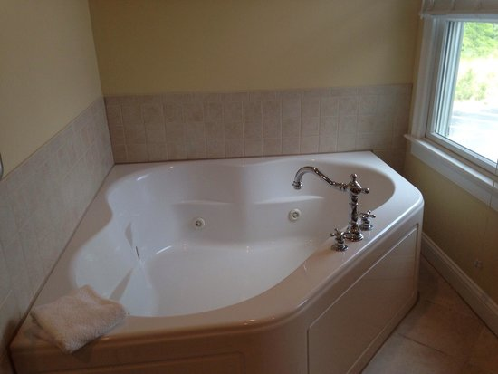 The Breakers on the Ocean: Whirlpool soaking tub