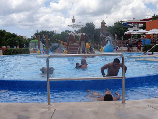Playa Mia Grand Beach Park : Uma das piscinas