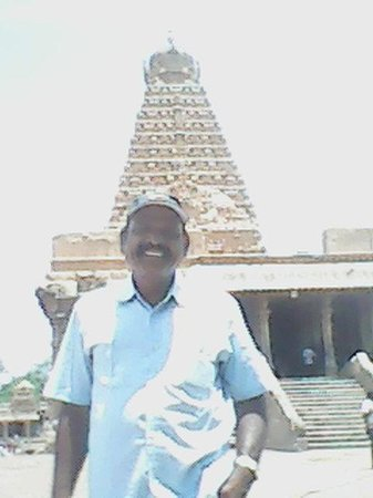 Brihadeeshwara Temple: i am before the temple