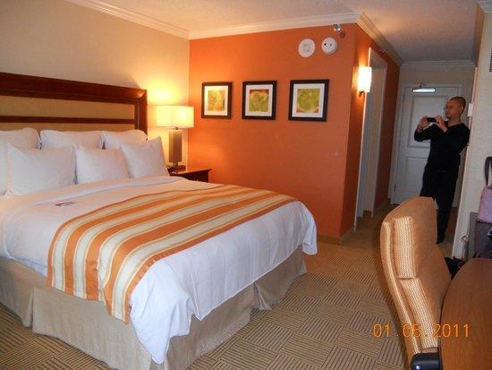 Orlando World Center Marriott: Clean comfort and luxury room