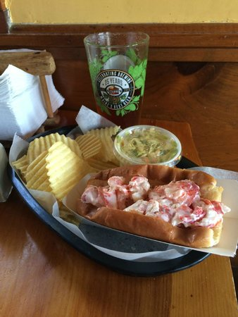 Lobster Shack: Lobster Roll + Gritty McDuff's Maine's Best IPA