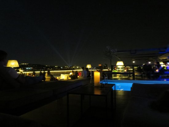 Majestic Hotel & Spa Barcelona : Roof top terrace view at night