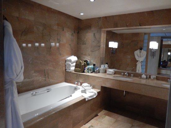 Inn at Laurel Point : Bath
