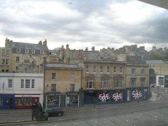 Hilton Bath City: Estas son las vistas, hay está el Pub Sarracen, el más antiguo. Muy cercano al centro.