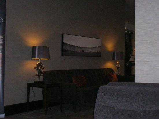 Hilton Bath City: Zona de recepción, donde obtener wifi gratis.