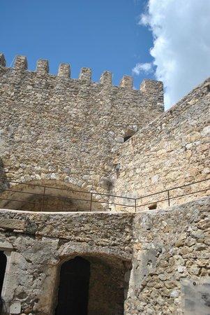 Chateau de Roquebrune-Cap-Martin : Крепостная стена