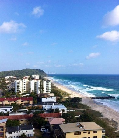 19th Avenue on the Beach: View towards Burleigh Heads from room