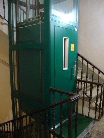 Nazional Rooms: El ascensor que tomabas desde el primer piso