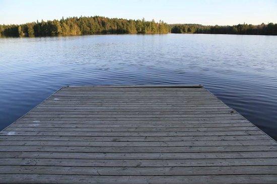 Spring Lake Resort Motel and Restaurant: ponton au bord du lac