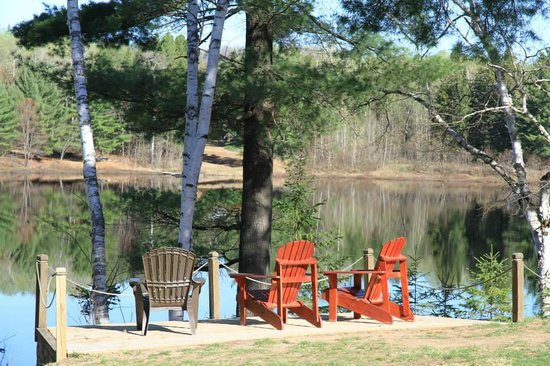 Spring Lake Resort Motel and Restaurant: Coin relax au bord du lac
