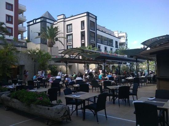 Gran Tacande Wellness & Relax Costa Adeje: Завтрак на открытом воздухе