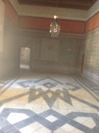 Casa de Pilatos: Sala com azulejos e estuque