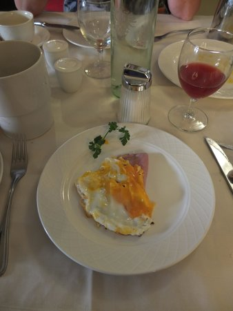 Best Western Plus Hotel Goldener Adler : egg that we had to wait 45 minutes for
