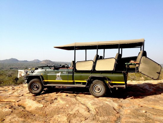 Jock Safari Lodge : Safari vehicle stopping for afternoon tea
