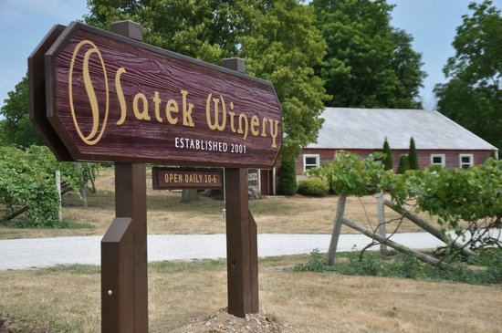 Fremont, IN: Satek Winery