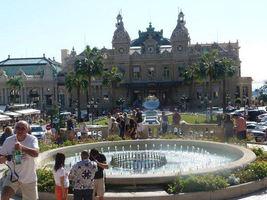 Casino Square : Vista desde la plaza de enfrente