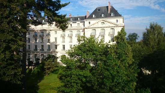 Trianon Palace Versailles, A Waldorf Astoria Hotel: View of the original building (from the new)