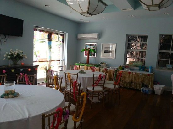 Harborside Suites at Little Harbor : Party Room by Swimming Pool