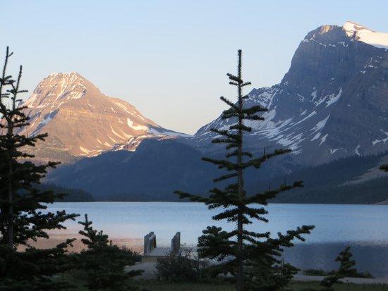 Num-Ti-Jah Lodge: Morning magic at Bow Lake...