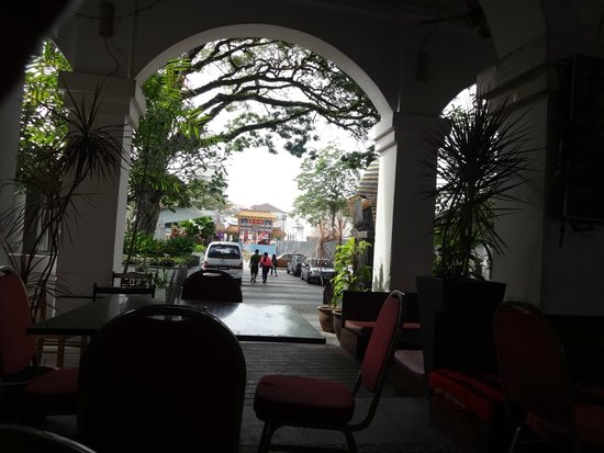 Kuching Esplanade: Restaurants