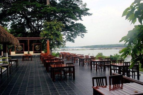 Tohsang Khongjiam Resort and Spa : Restaurant mit Mekongblick