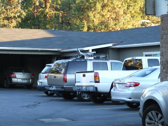 Mountain View Inn: Parking Lot