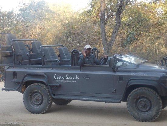 Lion Sands - Tinga Lodge: Great vehicle