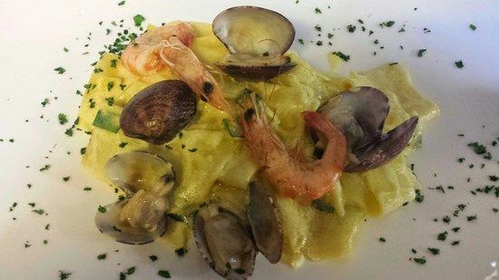 La Vecchia Locanda: Pasta gamberi, volgole, zucchine e zafferano