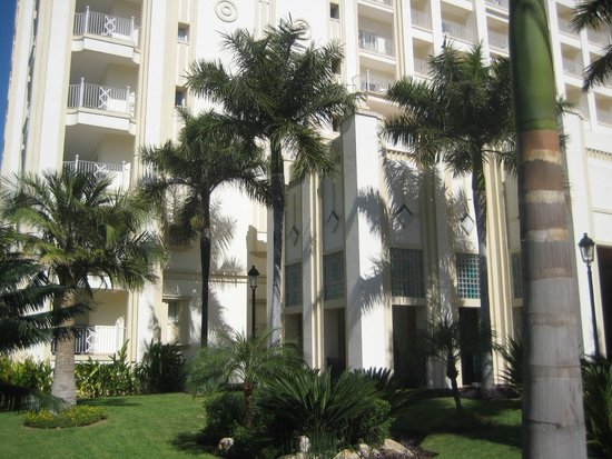 Hotel Riu Vallarta: Near the main entrance