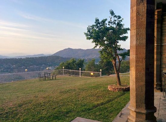 Khazanchand Mansion: find solace in this beautiful garden with Himalayan view