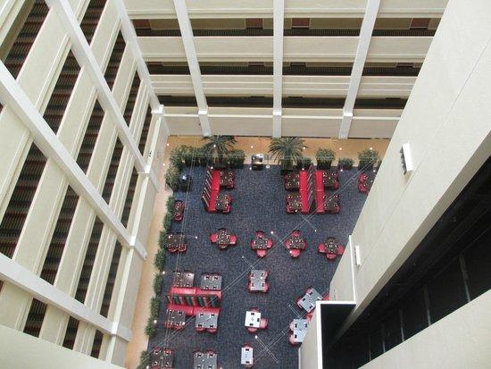 Holiday Inn Orlando – Disney Springs Area: vista do restaurante pelo elevador