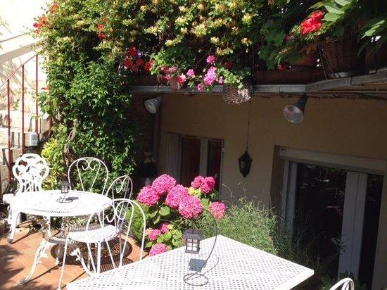 Les studios de soizick : jardinet où prendre repas