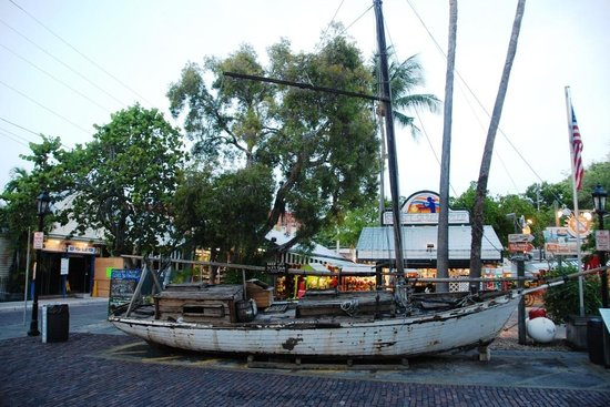 Mallory Square: Key West,famous for its shipwrecks