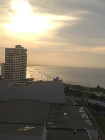 Sheraton Grand Panama: sunrise over the city