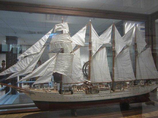 Escalera principal Museo Naval de Madrid (copyright ABC ...