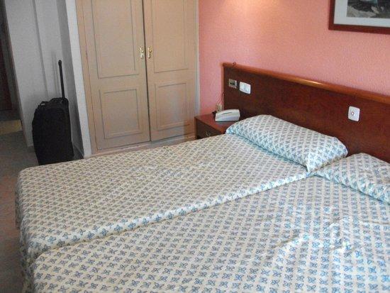 Hotel Oleander: Bett