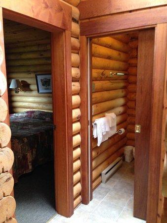Cusheon Lake Resort : inside the cabin - so cute!