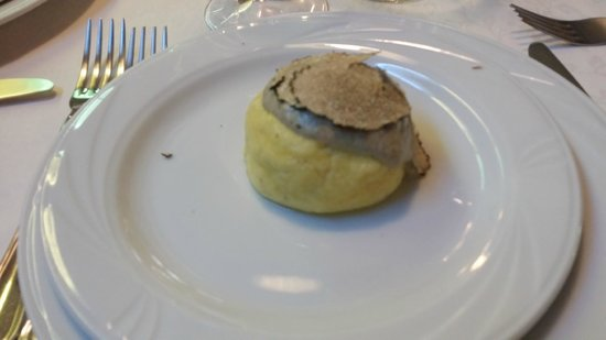 Ristorante Anna: Fiocco di neve- tortino di patate e ricotta con crema di carciofi e tartufo