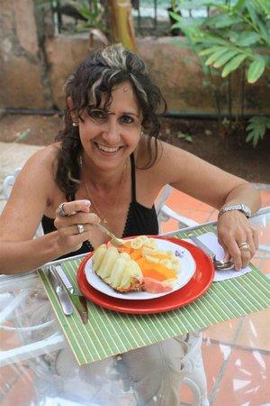 Villa Lou B&B: My bride at breakfast