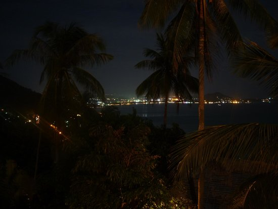 Sandalwood Luxury Villas: Stunning views of Chaweng Beach at night
