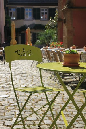 Hotel & Cafe Ritter von Bohl : Outdoor seating in the backyard