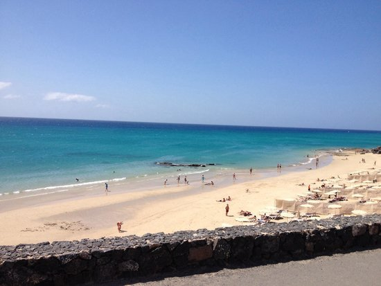 H10 Tindaya : Vista della spiaggia sotto il villaggio