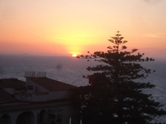 Grand Hotel De La Ville Sorrento : Sunset on the rooftop while dancing to piano music!