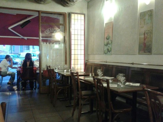 Cafe de la Fontaine: Interno ristorante